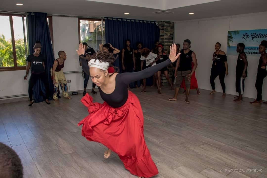 yanvalou Dance Folklorique _ IMAGE2.jpg